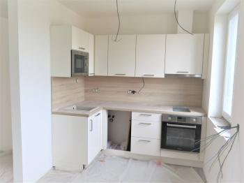kuchyňská linka - Prodej bytu 1+1 v osobním vlastnictví 51 m², Praha 8 - Ďáblice