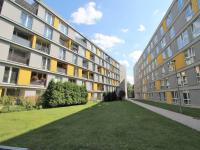 Pohled na dům (Pronájem bytu 1+kk v osobním vlastnictví 30 m², Praha 9 - Prosek)