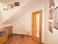 Přízemí - hala (Prodej domu v osobním vlastnictví 285 m², Březí)