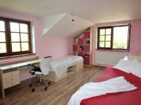 dětský pokoj (Prodej domu v osobním vlastnictví 280 m², Zdiby)
