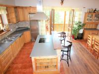 kuchyně (Prodej domu v osobním vlastnictví 280 m², Zdiby)