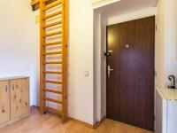 Chodba (Prodej bytu 2+kk v osobním vlastnictví 80 m², Praha 9 - Libeň)