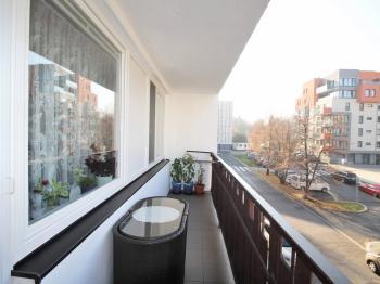 Prostorná lodžie 6,8m2 - Prodej bytu 3+1 v družstevním vlastnictví 71 m², Praha 8 - Čimice