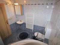 Koupelna - Prodej bytu 3+kk v osobním vlastnictví 95 m², Praha 10 - Strašnice