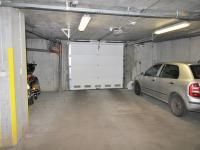 Výjezd z garáží - Prodej bytu 3+kk v osobním vlastnictví 95 m², Praha 10 - Strašnice