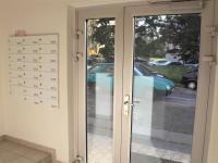 vchod do vnitrobloku - Pronájem bytu 4+1 v osobním vlastnictví 79 m², Praha 4 - Háje