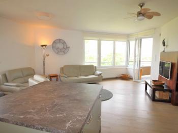 Obývací pokoj s kuchyňským koutem  - Pronájem bytu 4+kk v osobním vlastnictví 102 m², Praha 10 - Uhříněves