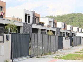 projekt deseti dvoudomů - Pronájem domu v osobním vlastnictví 248 m², Černošice