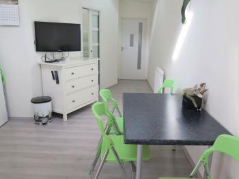 Jídelní kout - Pronájem bytu 2+kk v osobním vlastnictví 45 m², Praha 4 - Hodkovičky