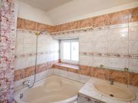 koupelna - první patro - Prodej domu v osobním vlastnictví 380 m², Ústí nad Labem
