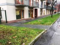 Pohled z ulice (Pronájem obchodních prostor 133 m², Praha 4 - Michle)