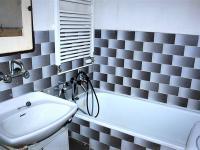 Koupelna (Prodej bytu 2+1 v družstevním vlastnictví 53 m², Praha 4 - Krč)