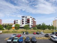 Pohled z okna - Prodej bytu 3+1 v osobním vlastnictví 80 m², Praha 10 - Horní Měcholupy