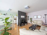Obývací pokoj - Prodej bytu 3+1 v osobním vlastnictví 80 m², Praha 10 - Horní Měcholupy