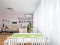 Jídelní část - Prodej bytu 3+1 v osobním vlastnictví 80 m², Praha 10 - Horní Měcholupy