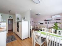 Obývací pokoj a kuchyně s jídelní částí - Prodej bytu 3+1 v osobním vlastnictví 80 m², Praha 10 - Horní Měcholupy