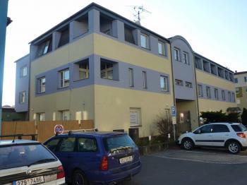 Pohled SV uliční - Prodej komerčního objektu 2242 m², Valašské Meziříčí