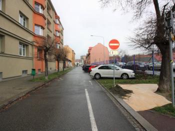 Pohled do ulice Sovova - Prodej bytu 3+1 v družstevním vlastnictví 133 m², Ostrava