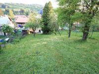 Pohled na zahradu z vrchu pozemku - Prodej domu v osobním vlastnictví 103 m², Jablonec nad Jizerou