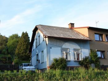 Čelní pohled na dům - Prodej domu v osobním vlastnictví 103 m², Jablonec nad Jizerou