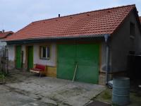 garáž s dílnou (Prodej domu v osobním vlastnictví 136 m², Měňany)