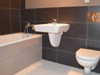 Byt 4 + kk - koupelna (Prodej bytu 3+kk v osobním vlastnictví 93 m², Praha 8 - Libeň)