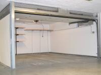 garáž (Prodej bytu 3+kk v osobním vlastnictví 93 m², Praha 8 - Libeň)
