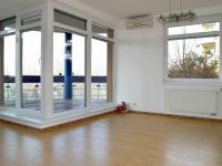 obývací pokoj s terasou (Prodej bytu 3+kk v osobním vlastnictví 93 m², Praha 8 - Libeň)