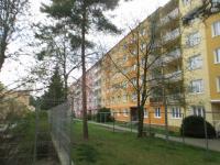 zadní pohled na dům (Prodej bytu 3+1 v osobním vlastnictví 67 m², Plzeň)