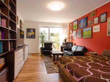 Obývací pokoj - Prodej bytu 2+1 v osobním vlastnictví 149 m², Ostopovice