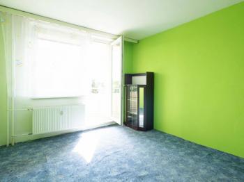 První pokoj s balkonem - Prodej bytu 2+1 v osobním vlastnictví 62 m², Hrušovany u Brna