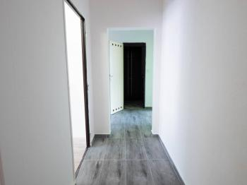 Vstupní chodba - Prodej bytu 2+1 v osobním vlastnictví 62 m², Hrušovany u Brna