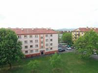 pohled na okolí a hory (Prodej bytu 2+1 v osobním vlastnictví 65 m², Ostrov)