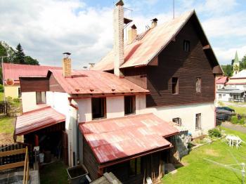 pohled z boku - Prodej domu v osobním vlastnictví 140 m², Pernink