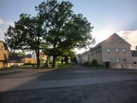 pohled z návsi na dům (Prodej domu v osobním vlastnictví 250 m², Otročín)