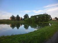 rybník v obci (Prodej domu v osobním vlastnictví 250 m², Otročín)