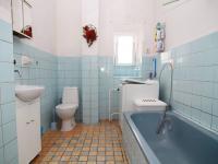 koupelna přízemí (Prodej domu v osobním vlastnictví 250 m², Otročín)