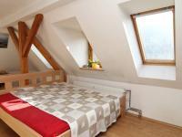 pokoj 2 mezipatro - Prodej bytu 6+1 v osobním vlastnictví 160 m², Karlovy Vary