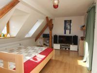 pokoj 2a mezipatro - Prodej bytu 6+1 v osobním vlastnictví 160 m², Karlovy Vary