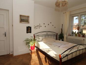 pokoj 5 ložnice - Prodej bytu 6+1 v osobním vlastnictví 160 m², Karlovy Vary