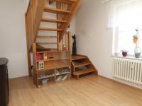 pokoj 3 a schody do patra - Prodej bytu 6+1 v osobním vlastnictví 160 m², Karlovy Vary