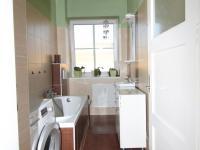 WC a koupelna 1a - Prodej bytu 6+1 v osobním vlastnictví 160 m², Karlovy Vary
