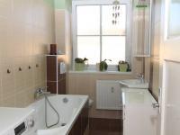 WC a koupelna 1b - Prodej bytu 6+1 v osobním vlastnictví 160 m², Karlovy Vary