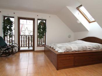 pokoj 2 (ložnice) v patře - Prodej domu v osobním vlastnictví 250 m², Ostrov