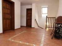 hala pohled na schodiště - Prodej domu v osobním vlastnictví 250 m², Ostrov