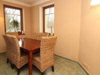 jídelna součástí obýváku - Prodej domu v osobním vlastnictví 250 m², Ostrov