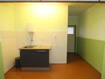Kuchyňka na chodbě - Pronájem kancelářských prostor 50 m², Karlovy Vary