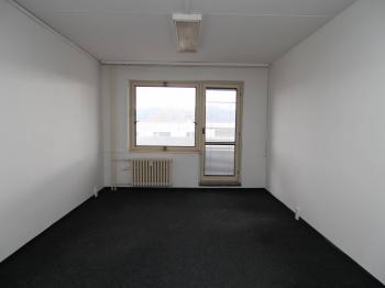 kancelář s balkonem (3.p.) - Pronájem kancelářských prostor 25 m², Karlovy Vary
