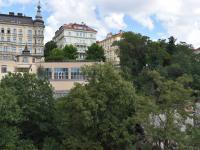 výhled do ulice (Pronájem bytu 3+kk v osobním vlastnictví 145 m², Praha 2 - Vinohrady)