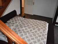 pohled ze schodiště do patra (Pronájem bytu 3+kk v osobním vlastnictví 145 m², Praha 2 - Vinohrady)